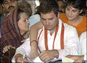 Sonia Gandhi with Rahul and Priyanka.Pic Courtesy:BBC