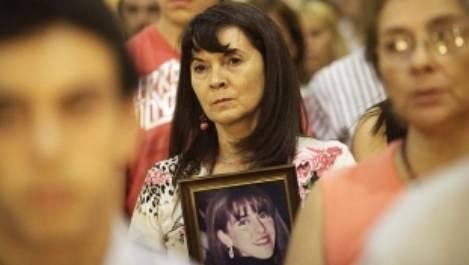 Susana holding her missing daughter Marita photo. Pic courtesy: www.elancasti.com.ar